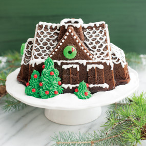 Forma Bundt Gingerbread House - Nordic Ware